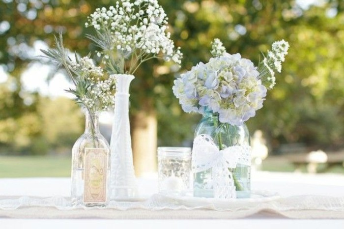 vase-cyclindrique-verre-fleurs-dans-le-vase-en-verre-transparent-comment-decorer-un-vase-