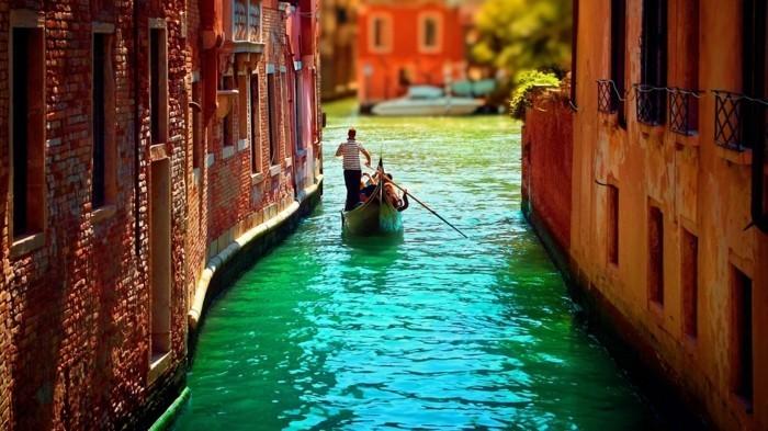 venise-la-plus-belle-ville-du-monde-gondoles-canales-ponts-resized