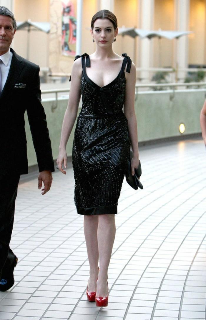 élégance-robe-noire-chic-tenue-chic-la-mode-tendances