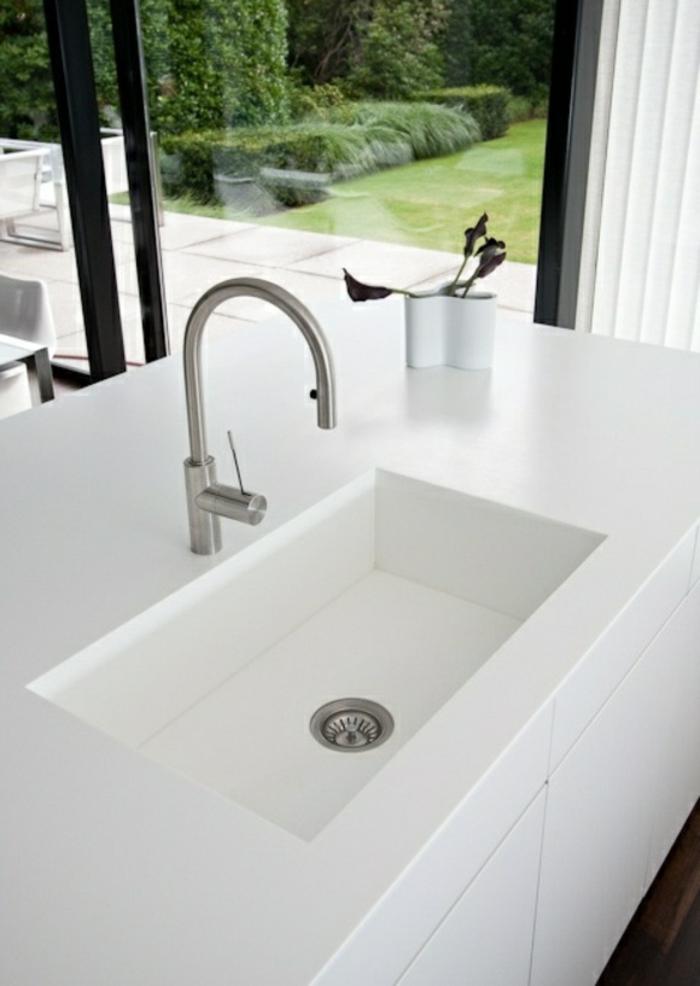 évier-castorama-ou-une-évier-franke-pour-votre-cuisine-moderne-meubles-blancs