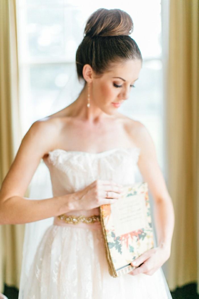 être-belles-avec-un-chignon-romantique-mariage-chignon-bouclé-elegante-chignon