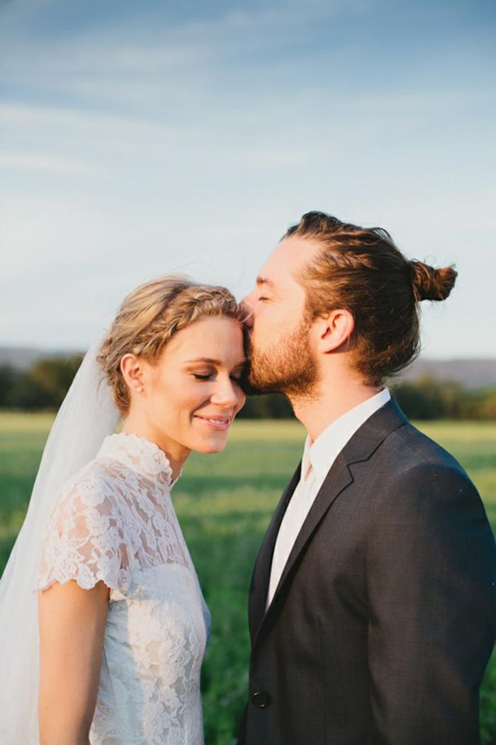être-belle-avec-un-chignon-romantique-mariage-chignon-bouclé--un-biseaux-des-amoureux