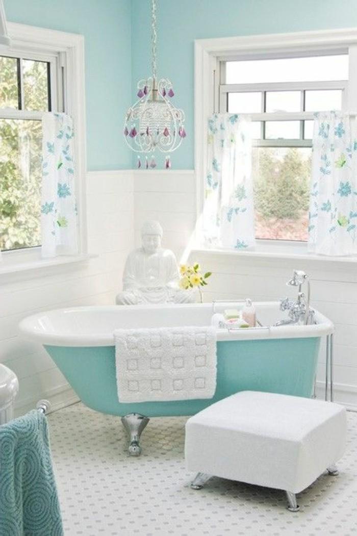 40 photos d 39 int rieur de la baignoire ancienne for Lustre salle de bain moderne