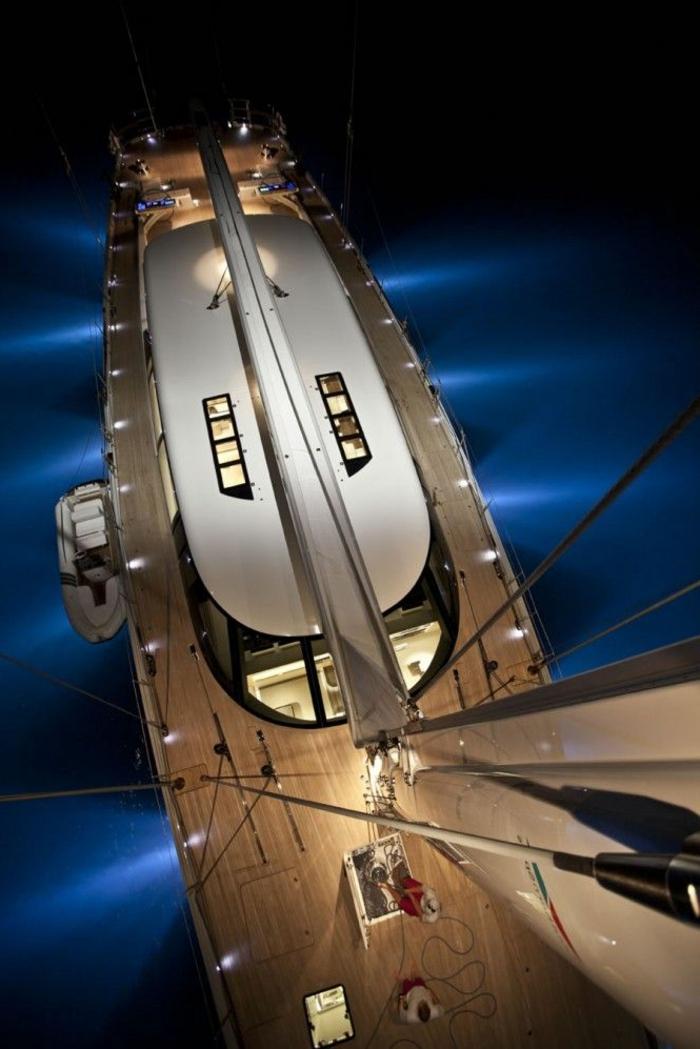0-bateau-yot-le-ponant-voilier-exterieur-de-luxe-sur-un-yot-bateau-de-luxe
