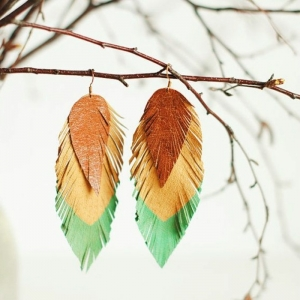 Les boucles d'oreilles plumes  en 42 photos! Choisissez les variantes les plus chic!