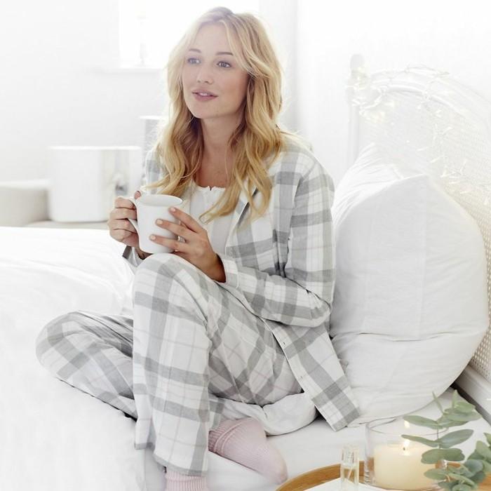 0-etam-pyjama-pyjama-en-pilou-femme-modele-blanc-gris-a-carreaux-cheveux-blnds