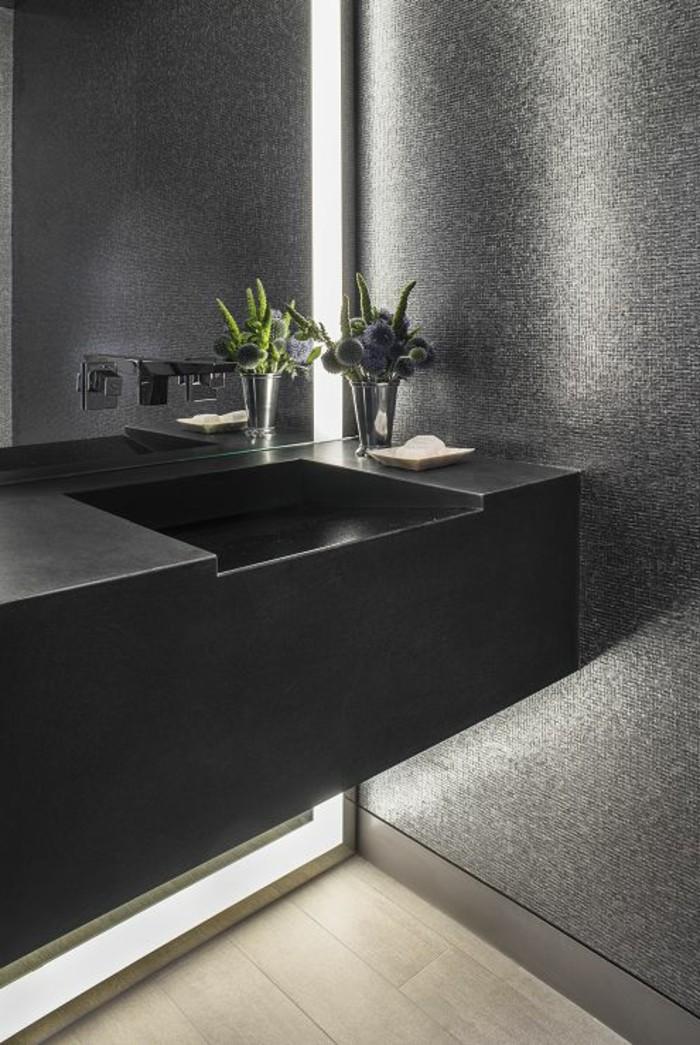 La beaut de la salle de bain noire en 44 images for Faience gris clair salle de bain