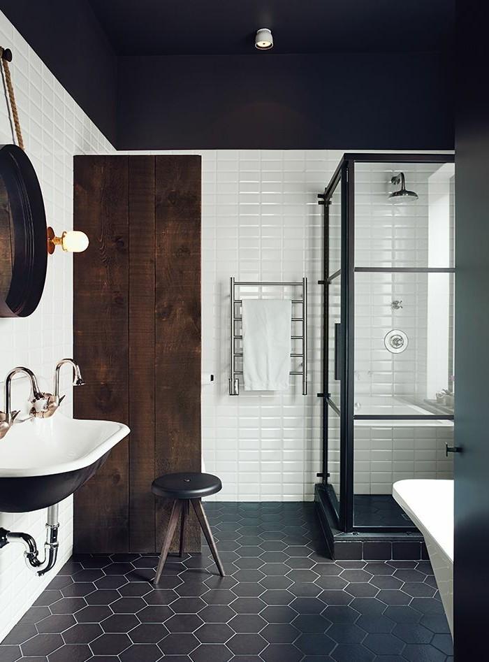 La beauté de la salle de bain noire en 44 images!