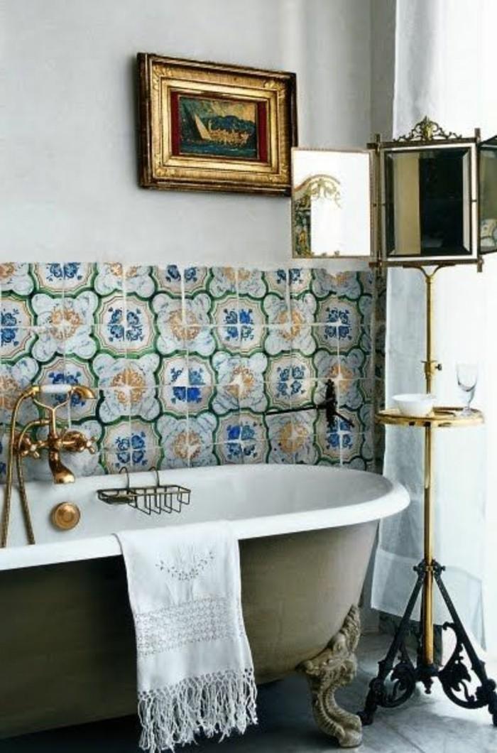 40 photos d 39 int rieur de la baignoire ancienne - Meuble salle de bain retro chic ...