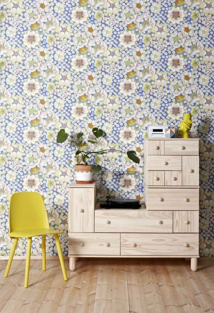 0-jolie-variante-pour-les-murs-papiers-peints-design-guild-avec-motif-floral-sol-en-parquet-clair