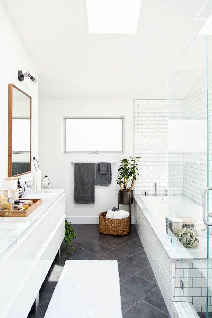 Idee salle de bain sous pente maison design - Idee salle de bain design ...