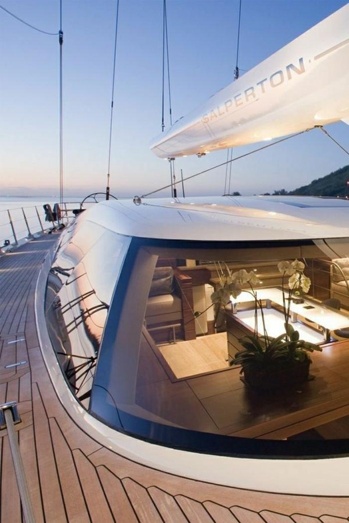 00-bateau-yot-le-ponant-voilier-yot-bateau-de-luxe-exterieur-dans-le-mer-bleu