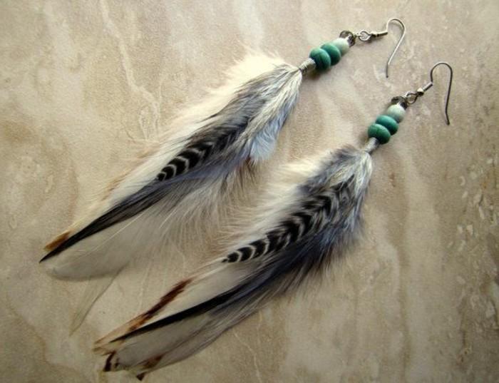 00-boucle-d-oreille-pendante-plume-de-paon-plume-original-gris-noir-blanc