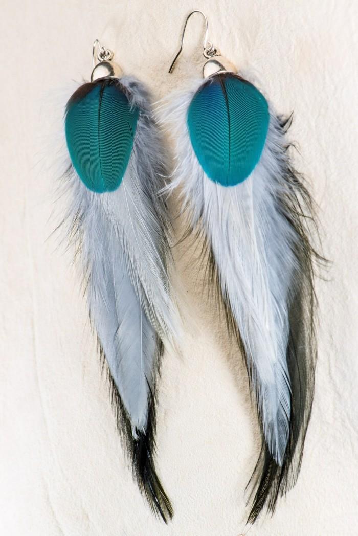00-boule-d-oreille-pendante-plume-de-peon-joli-originale-idee