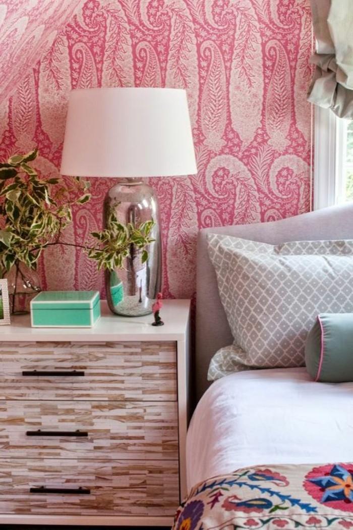 00-design-guild-papier-peint-papiers-peints-design-de-couleur-rose-et-blanc-coussins-sur-le-lit