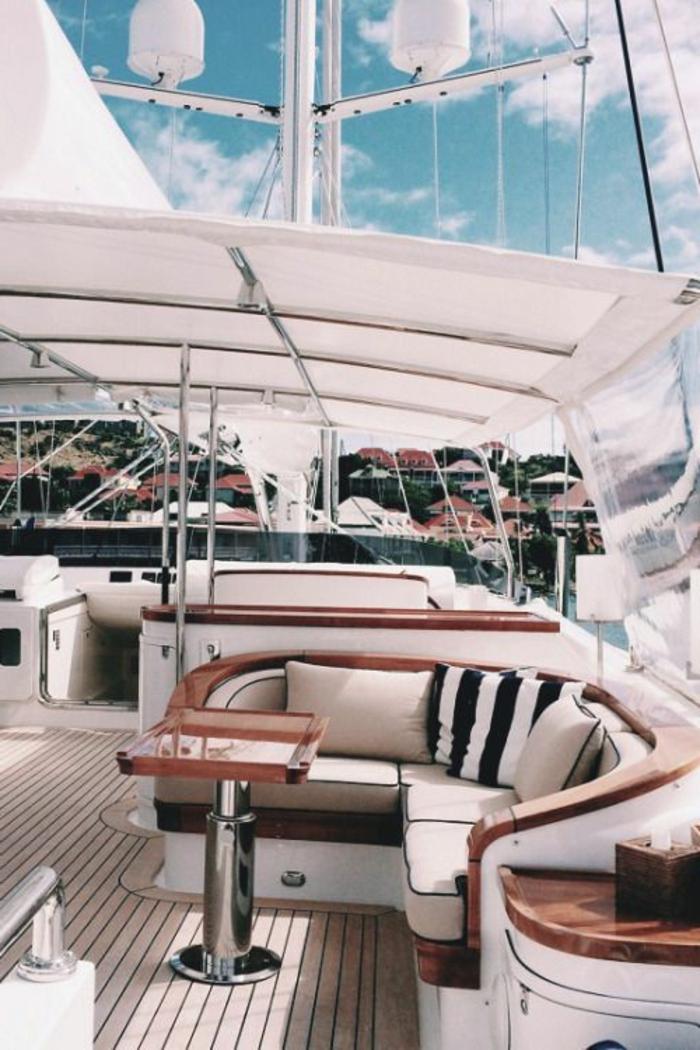 00-exterieur-de-yot-bateau-moderne-sol-en-planchers-en-bois-bateau-de-luxe-moderne