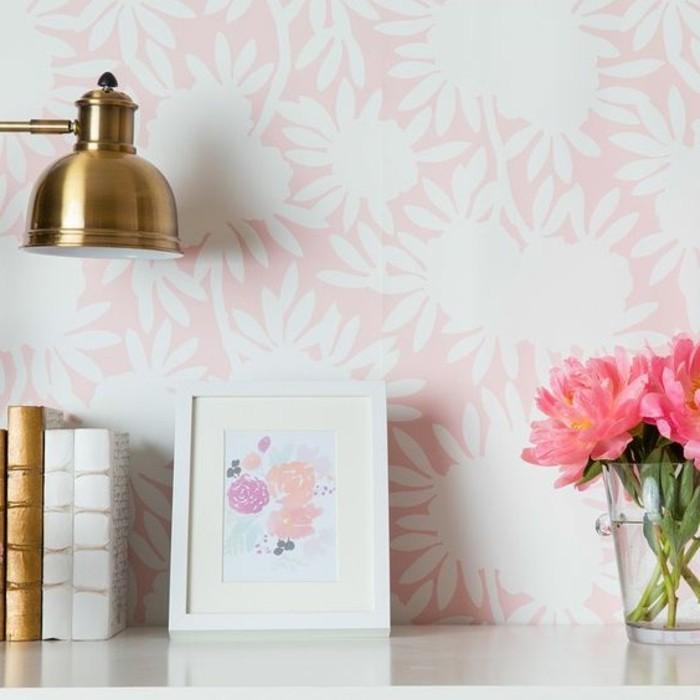 00-une-autre-originale-idee-pour-le-chantemur-papier-peint-rose-blanc-fleurs-decoration