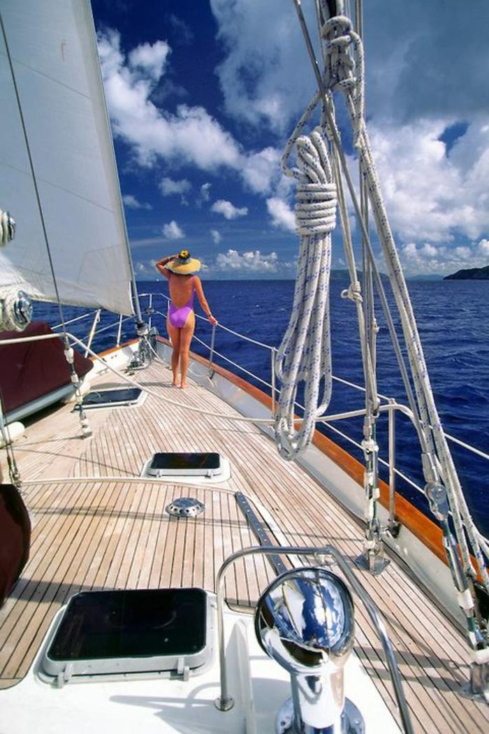 00-voilier-de-luxe-bateau-yot-voilier-de-luxe-dans-le-mer-exterieur-de-voilier-luxe