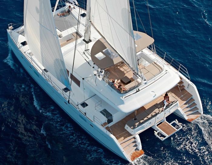 000-bateau-yot-de-luxe-yot-luxe-yaute-bateau-le-ponant-voilier-moderne-nager-dans-le-mer