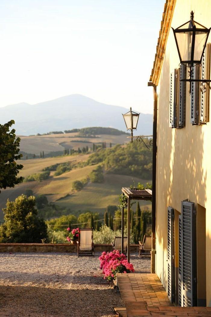 1-les-maisons-toscane-une-jolie-vue-vers-les-champs-en-toscane-les-plus-belles-vus-de-toscane