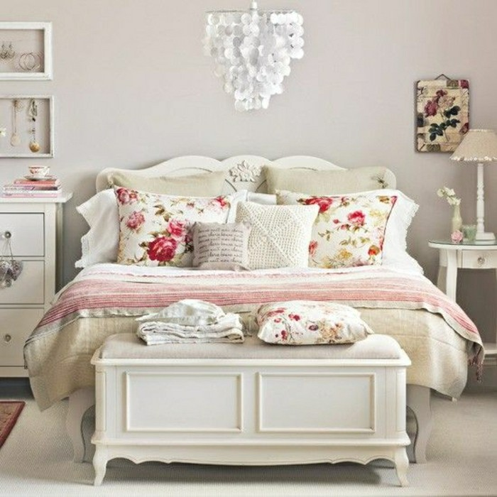2-00-meubles-shabby-chic-patiner-un-meuble-meuble-gustavian-tapisserie-kitch