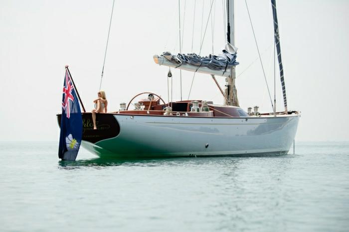 2-bateau-yot-de-luxe-yot-luxe-yaute-bateau-le-ponant-voilier-blanc-nager-dans-le-mer