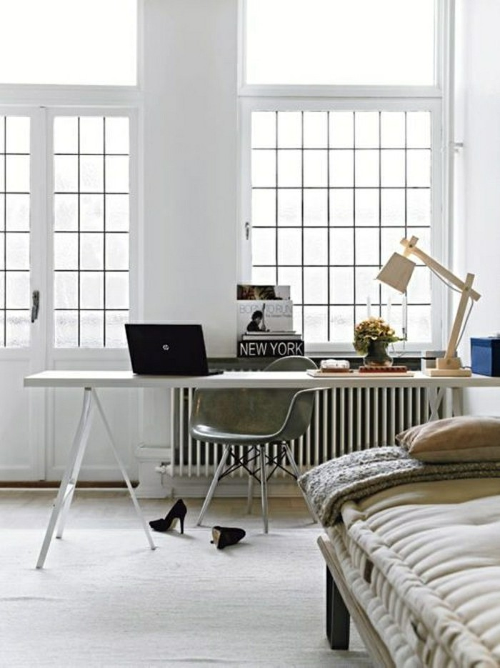 2-lampe-de-chevet-fly-ikea-lampe-de-chevet-de-couleut-beige-pour-un-office-industriel