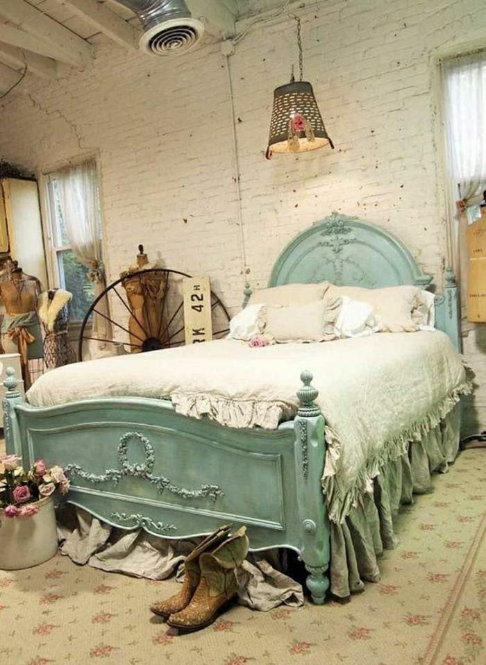 2-meubles-shabby-chic-patiner-un-meuble-shabby-chic-idee-pour-la-chambre-a-coucher