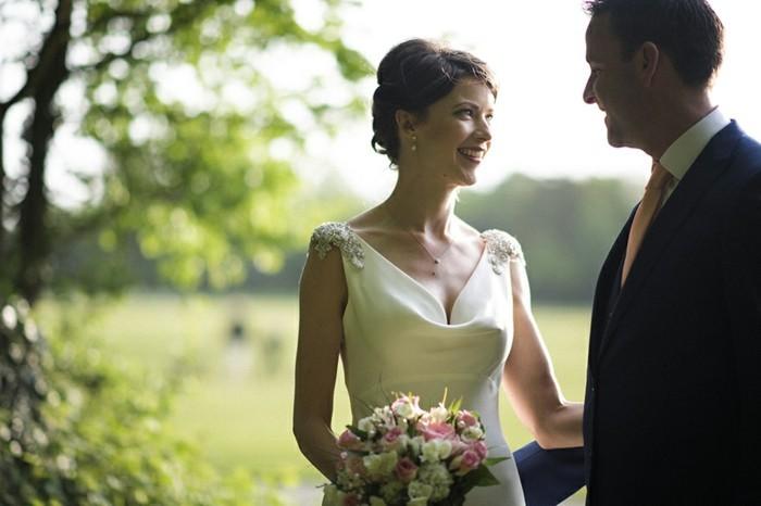 Adorable-robes-de-mariée-années-20-élégante-femme-robes-mariées-à-la-couple-heureuse