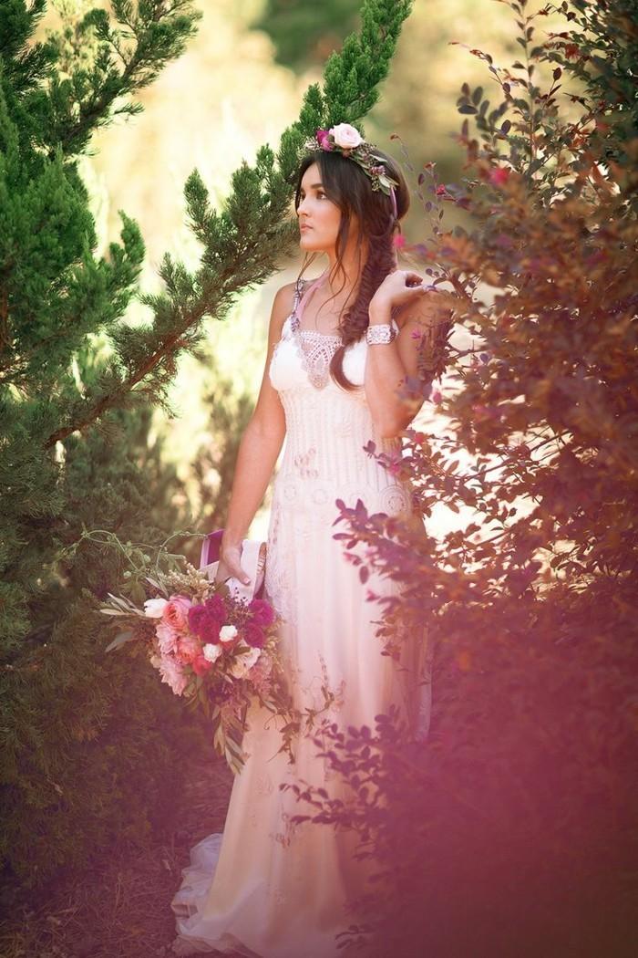 Adorable-robes-de-mariée-années-20-élégante-femme-robes-mariées-au-plantes-vertes