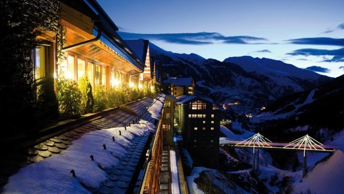 Andorra-Ski-Sejour-at-night-snowboard-vacances-ressorts-pas-cher