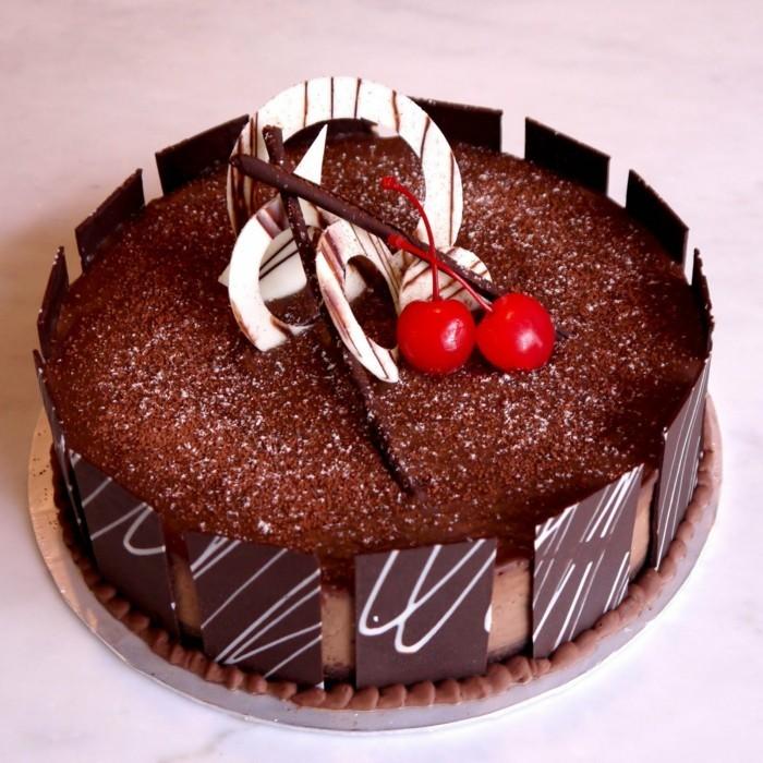 Beau-dessert-image-recette-de-gâteau-au-chocolat-fondant-cerieses