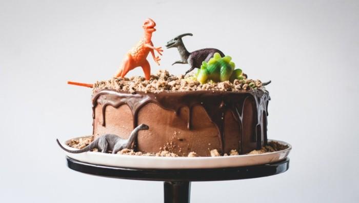 Beau-dessert-image-recette-de-gâteau-au-chocolat-fondant-dinosaure