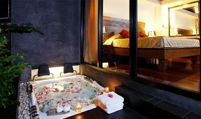 Belle-idée-weekend-romantique-chambre-avec-jacuzzi-privatif