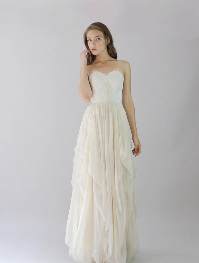 Belle-robe-de-mariee-vintage-robe-de-marie-chic-tenue-à-prendre