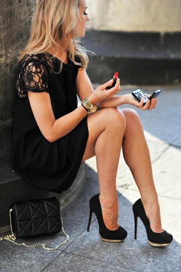 Belle-robe-de-soirée-pas-cher-très-jolie-tendance-maquillage