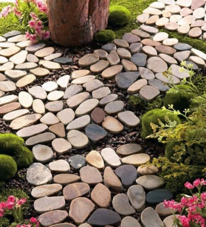 Chemin-de-jardin-en-galets-décoratifs