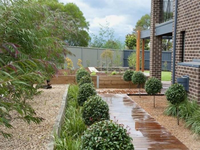 Galets-décoratifs-dans-le-jardin-idées-pour-le-jardin