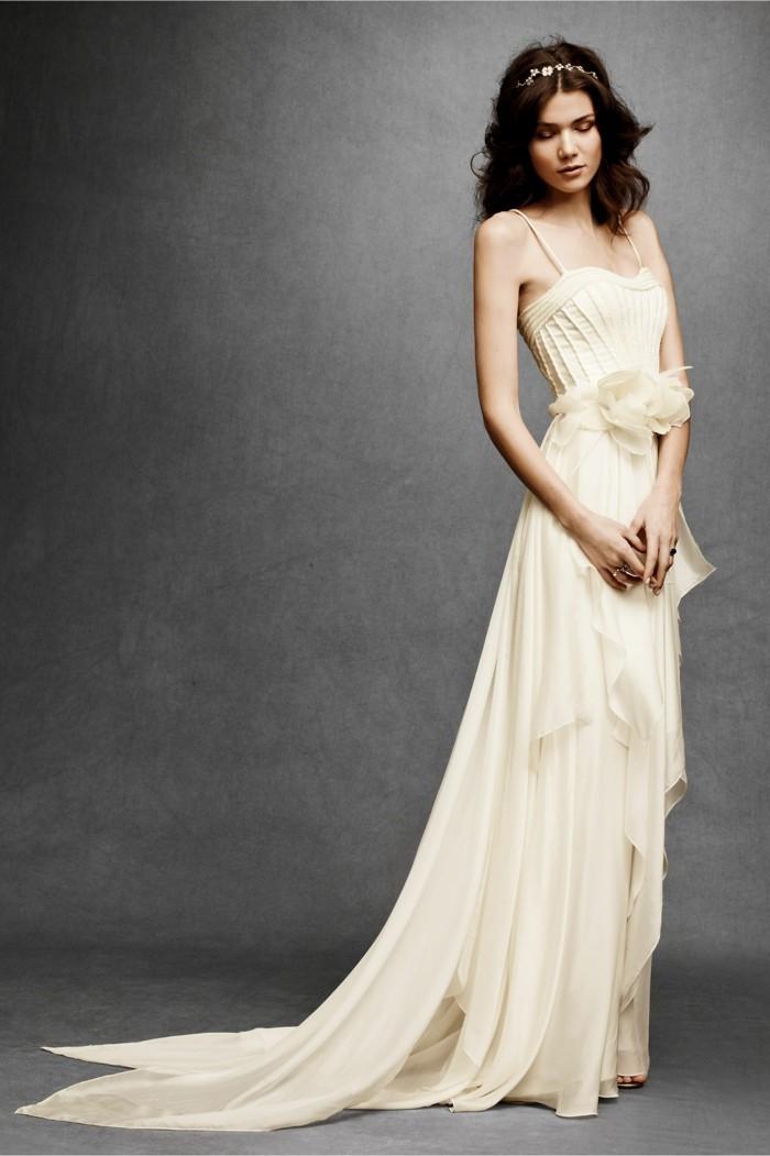 Les-robes-de-mariage-robe-mariée-dentelle-chic-idée-cool-robe-de-mariee-dos-nu
