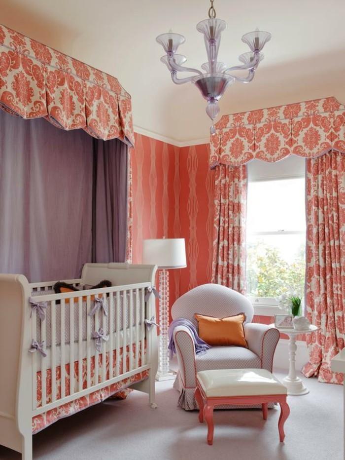 Salle-de-séjour-corail-rouge-decoration-interieur-pour-le-bebe