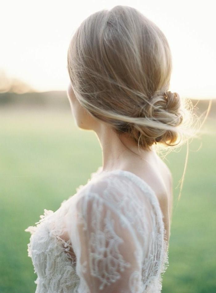 adorable-chignon-flou-mariage-coiffure-mariage-chignon-une-femme-blonde