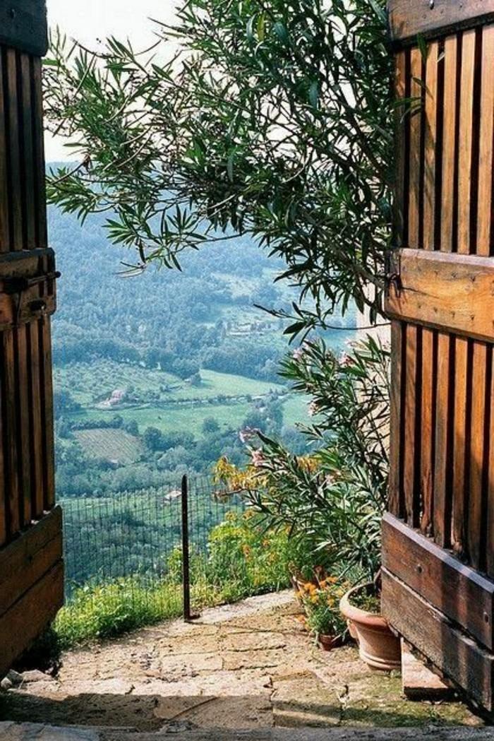 agritourisme-toscane-jolie-vue-vers-les-champs-italiens-agritourisme-toscane-nos-idees