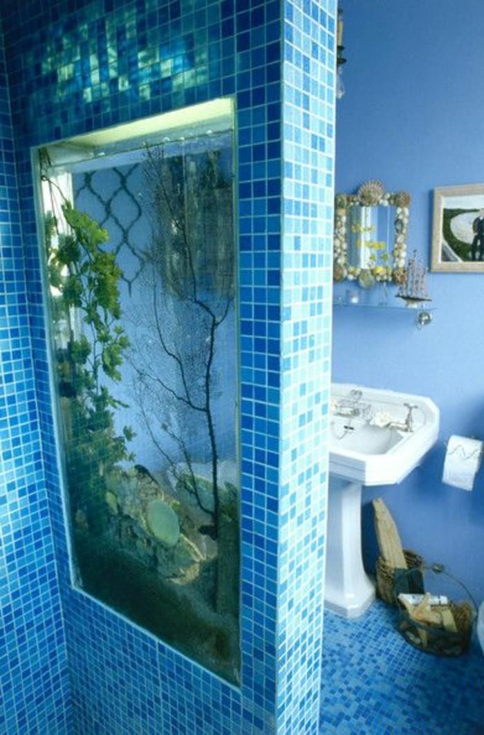 aquarium-mural-pas-cher-pour-la-salle-de-bain-moderne-comment-choisir-un-aquarium