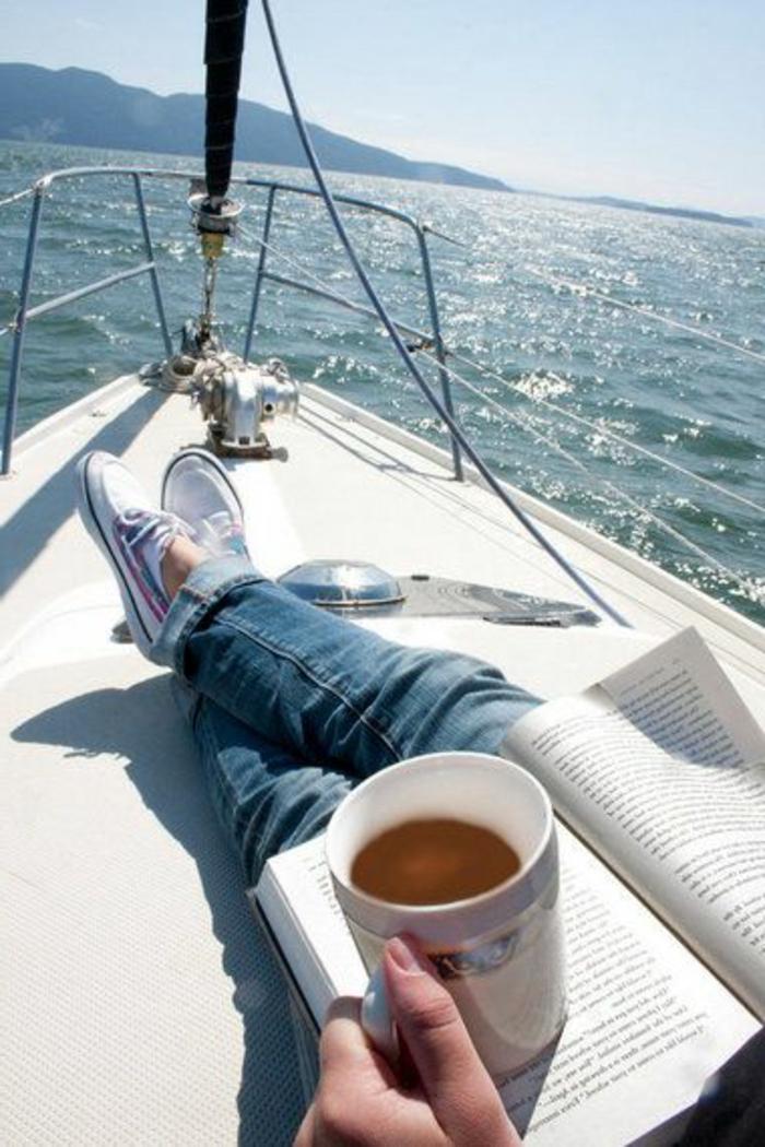 bateau-yot-le-ponant-voilier-ecterieur-de-luxe-moderne-mer-bleu-nager-dans-le-mer