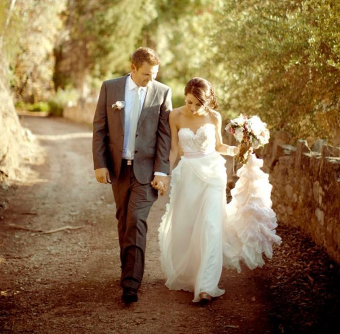 beau-organisation-robes-de-mariée-années-20-élégante-femme-robes-mariées-belle-couple
