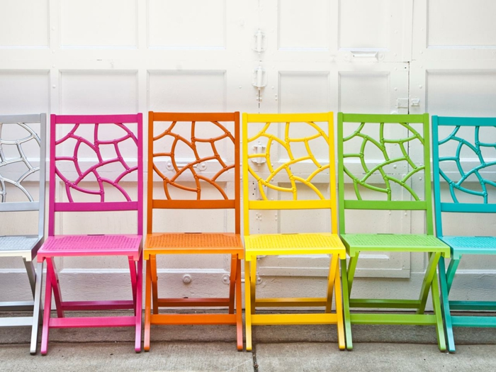 belle-chaise-table-pliante-table-à-manger-décoration-intérieur-aménagement-coloré