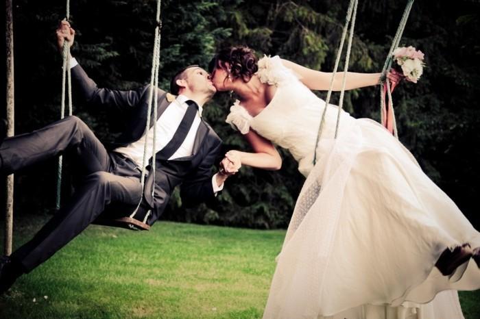 belle-couple-album-photo-de-mariage-original-cool-idée-balançoire