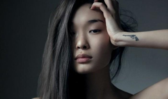 belle-idée-tatouage-poignet-femme-tatouage-coté-poignet-original-cool