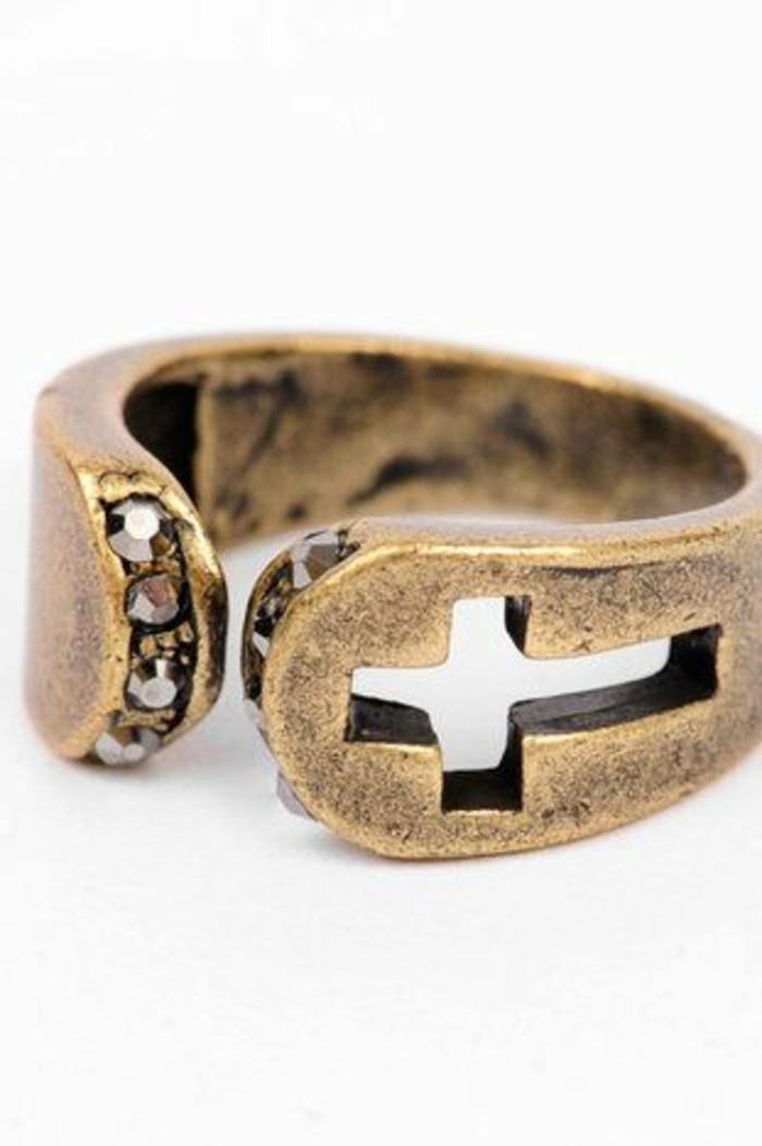 bijou-artisanal-creer-ses-bijoux-accessoire-moderne-bijou-en-or-accessoire-moderne