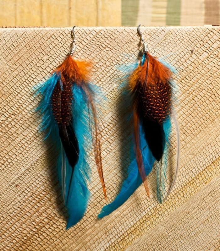 boucle-d-oreille-pendante-plume-de-paon-accessoire-femme-moderne-joli